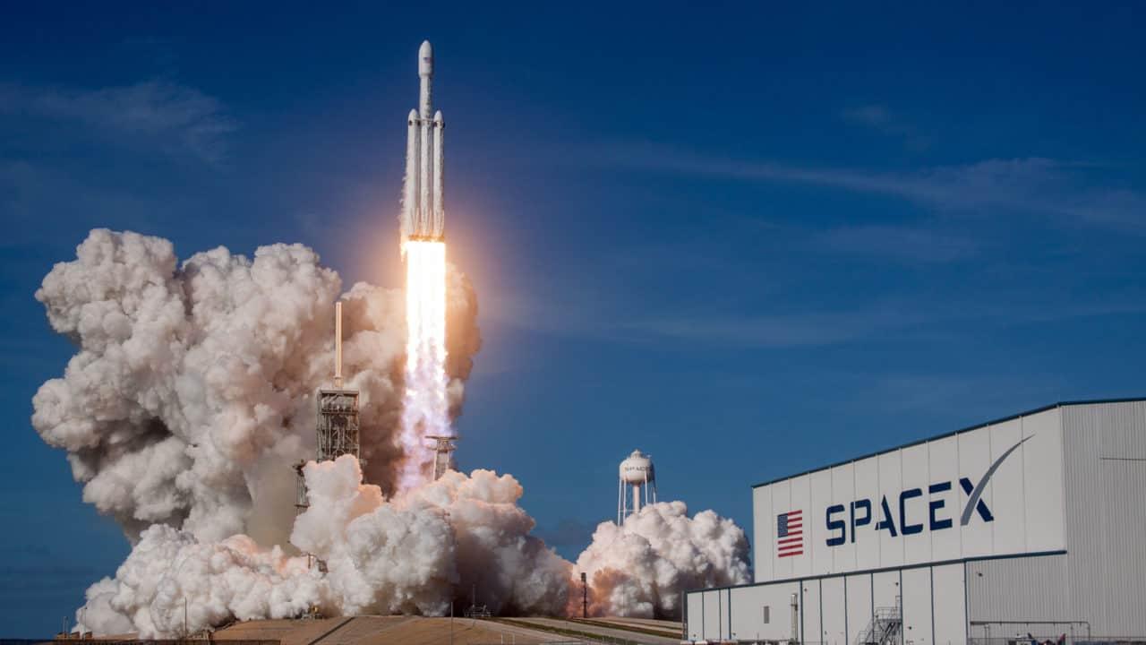 SpaceX lança hoje sua 1ª expedição com civis