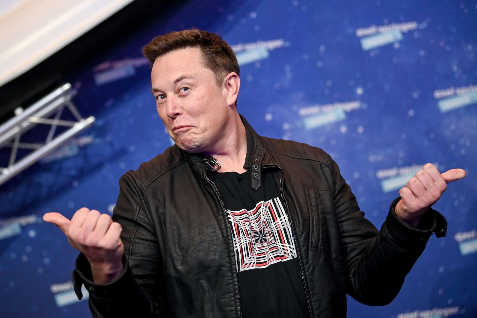 Musk negocia instalação de banda larga Starlink em aviões